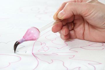 women's hands does for the contour of batik
