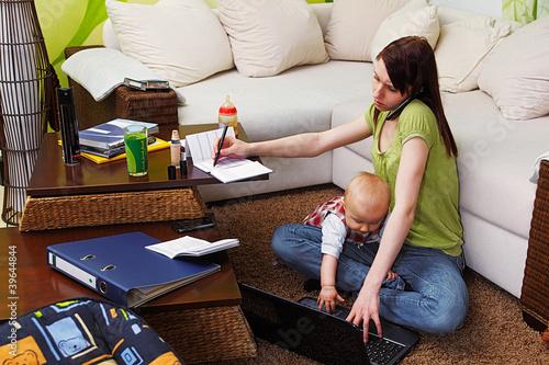 Leinwanddruck Bild working mom with baby