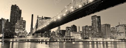 Panorama nocnego Nowego Jorku