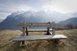 panchina in legno sulle alpi
