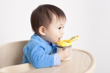 14months baby eat milk