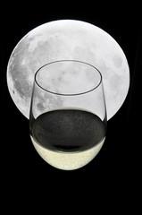 Calice di vino al chiaro di luna