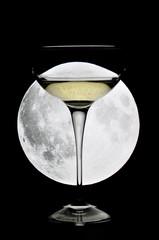 Calice di champagne al chiaro di luna