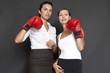 Frauen mit roten Boxhandschuhen zufrieden