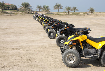 Front wheel of desert scooter arranged in a row