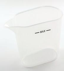 Recipiente di plastica trasparente con segno di livello del max
