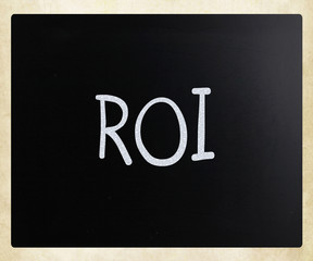 "The word ""ROI"" handwritten with white chalk on a blackboard"