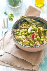 Insalata di quinoa, piselli e ravanelli