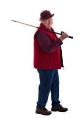 Seniorin wandert und legt Wanderstock über die Schulter