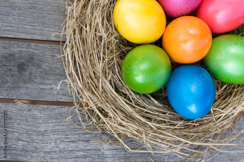 Easter basket with colored eggs - 39793015