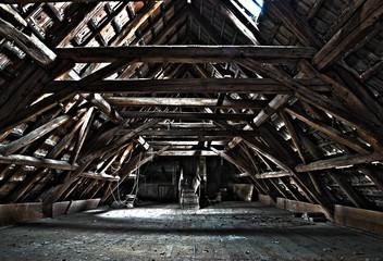 Verlassener Dachboden