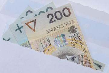 banknoty w kopercie