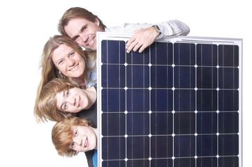 Familie mit Solarmodul