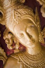 volto dorato in un tempio in laos