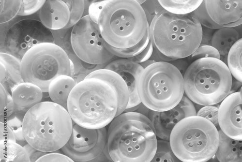 Black and white nacre buttons
