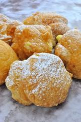 Bignè fritto ripieno di crema - Bignè di San Giuseppe