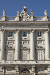 Detalle de la fachada del Palacio Real en Madrid