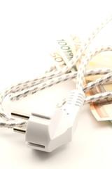 filo con spina sfuocate banconote in euro consumo elettricità