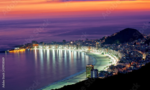 nocny-widok-na-plaze-copacabana-hotele-nowy-orlean-luizjana