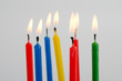 Sieben dünne Kerzen