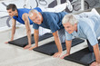 Senioren turnen im Fitnesscenter