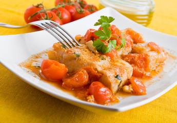 Fish and cherry tomatoes. Pesce con pomodorini.