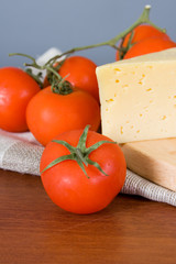 Yellow cheese with fresh tomatoes