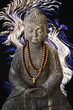 Bouddha, fond lumineux noir