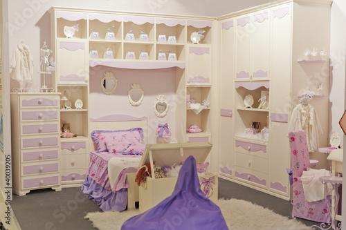 Camera bambina immagini e fotografie royalty free su - Camera per bambina ...