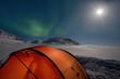 Zelt, Mond und Nordlichter