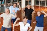 Fototapety Glückliche Senioren beim Bewegungstraining