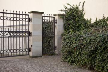 Eingang mit Zaun