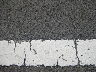white line on asphalt