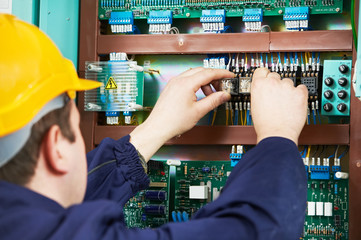 Electrician at safety fuse device replace work