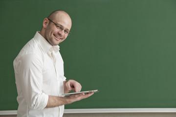 Lehrer mit Tablet -Pc