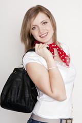 junge Frau mit Handtasche