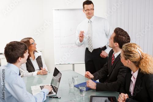 businessgruppe entwickelt ein konzept