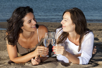 Sekt trinken am Strand
