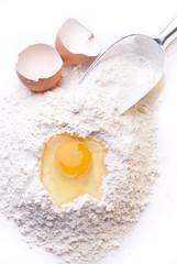 farina bianca con uova