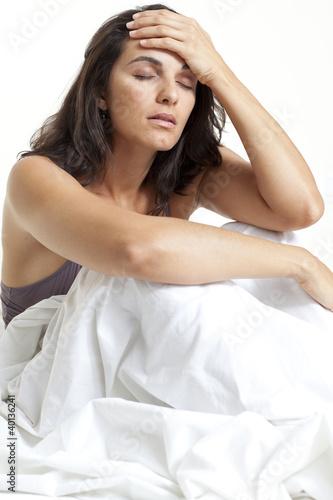 Frau mit Kopfschmerzen