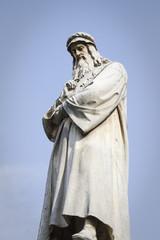 statua di leonardo, milano