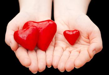 три сердца в ладонях