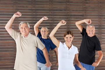 Senioren beim Fitnesstraining