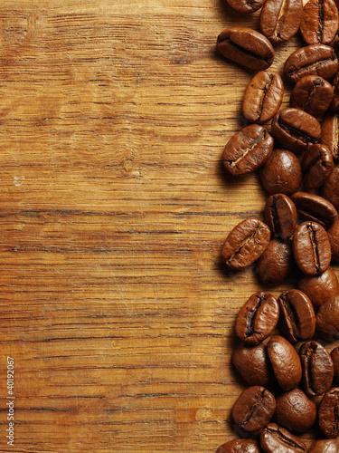 ziarna-kawy-na-drewno