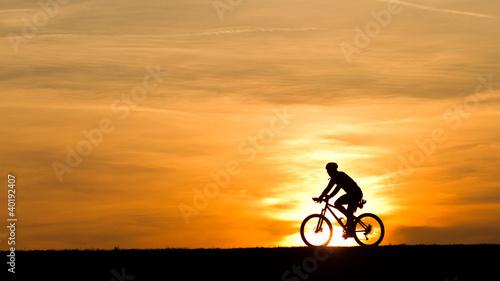 Biker-Silhoette im Sonnenuntergang