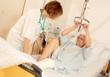 Krankenschwester  trainiert mit Patientin
