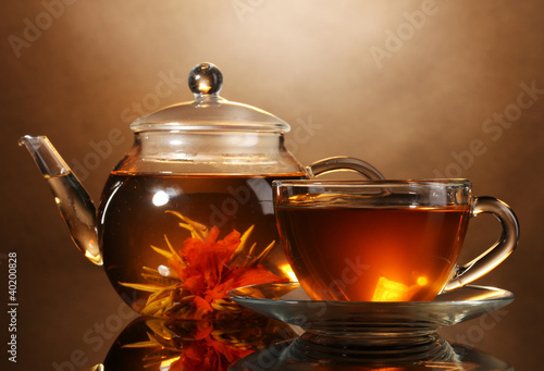 Fototapeta glass teapot and cup with exotic green tea