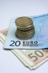 Monedas y billetes de euro, efectivo