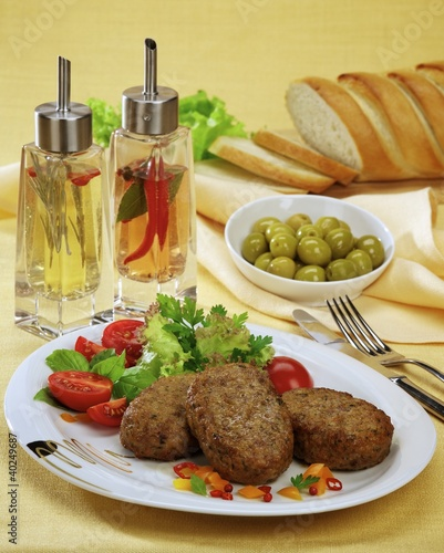 Beef cutlets with tomatoes and salad