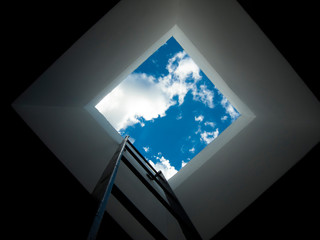 天窓から見える青空